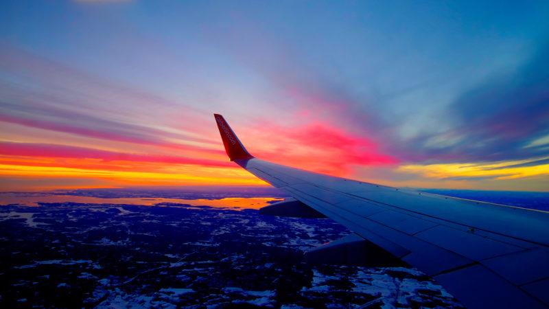 Правительство России запретило все рейсы за рубеж