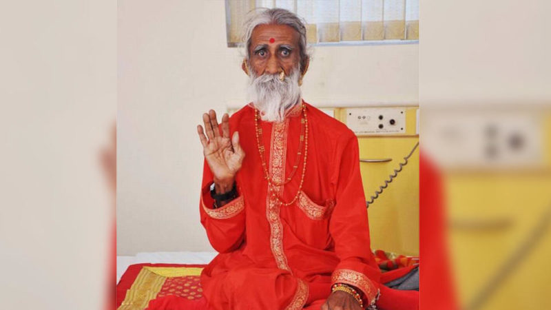 В Индии умер йог, который 80 лет жил без еды и питья