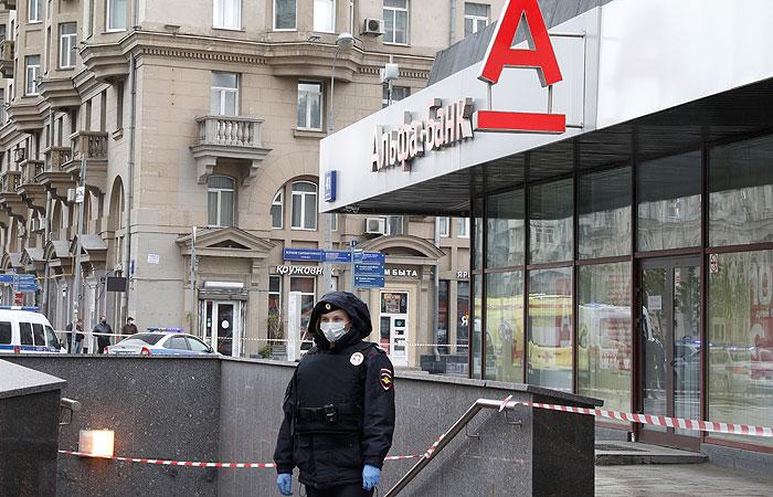 Злоумышленник совершил налет на банк в Москве