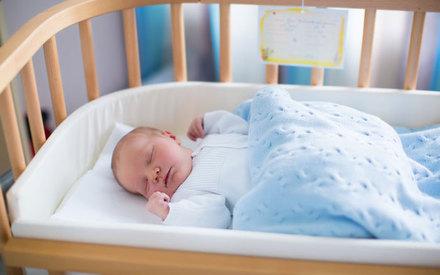 В Татарстане женщина уснула на своем новорожденном ребенке