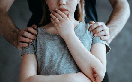 В Набережных Челнах мужчина насильно держал в квартире девушку