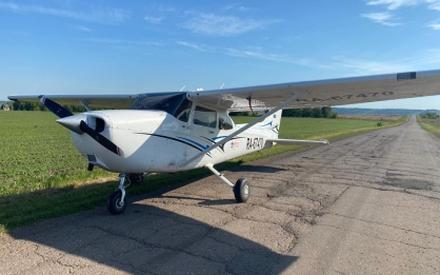 В Татарстане самолет совершил посадку на проезжую часть