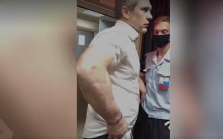 Драка прокурора с полицейскими закончилась увольнением